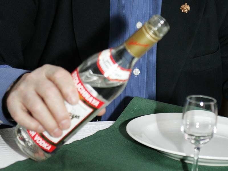 Индус совершенно верно понял, чем угощать русских гостей!