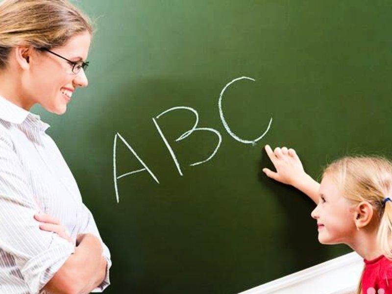 Учительница обеспокоена языком своего ученика. Но, Алек в своем репертуаре!