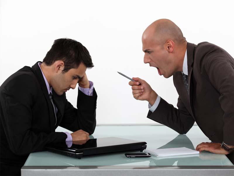 Босс отчитал нового работника за одного покупателя в день. Но, только послушай сумму продажи!