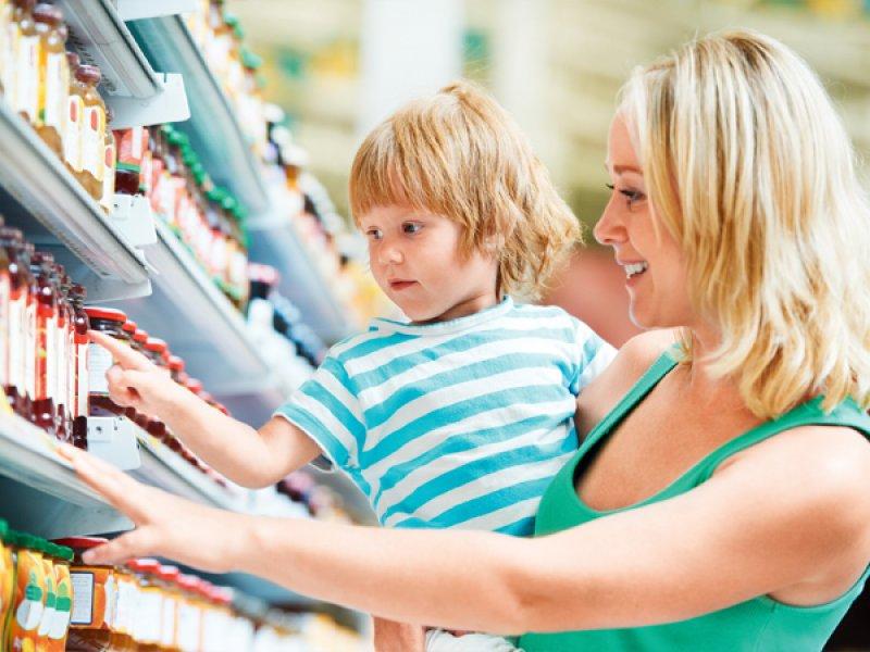 Эта бедная мама всегда брала калькулятор в магазин, чтобы знать, сколько еды они могут себе позволить. Бесценный поступок!