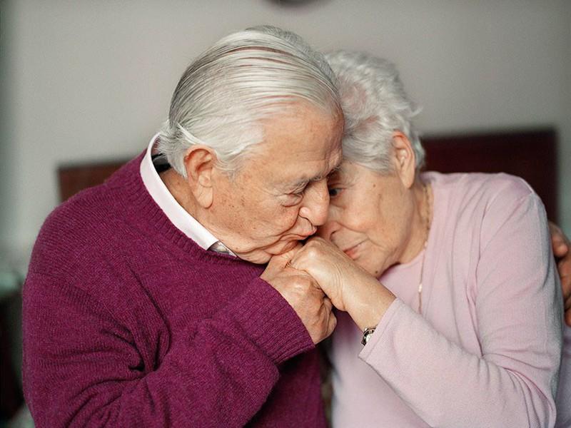 Он шокировал свою старую жену, сказав, что он предпочел бы быть с 23-летней. Ответ жены стоит прочесть!