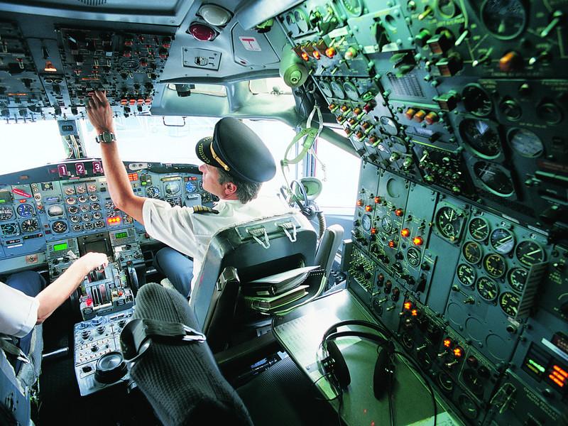 Пилот самолета делает шокирующее объявление в салон, но дальше было нечто!