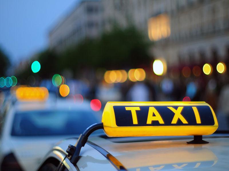 Таксисту удалось повидать очень смешную ситуацию!