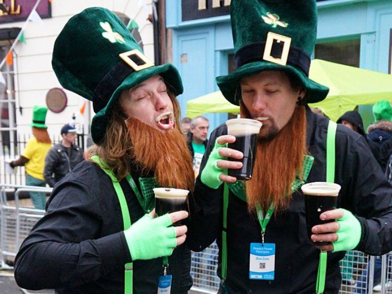 Ирландец говорит смелый тост о своей жене в пабе, не ожидая подобного результата!