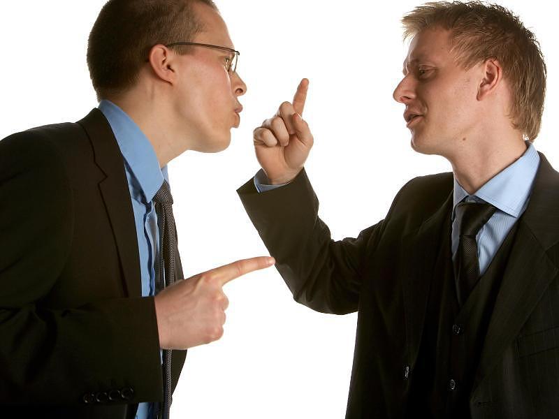 Грубый клиент вел себя отвратительно по отношению к парню. Его ответ точно стоит прочесть!