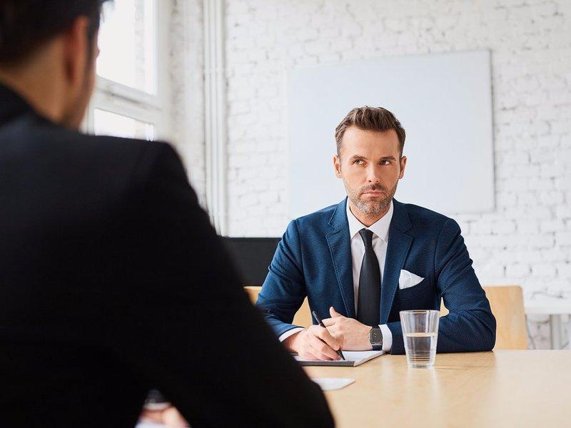 Он никогда не знал, что разговор с его неуспешным отцом поможет ему получить работу. Но, ответ его босса – золото!