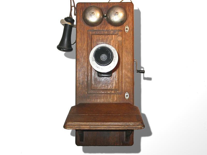 Маленький мальчик звонил телефонному оператору по любому поводу. Однажды она не ответила…