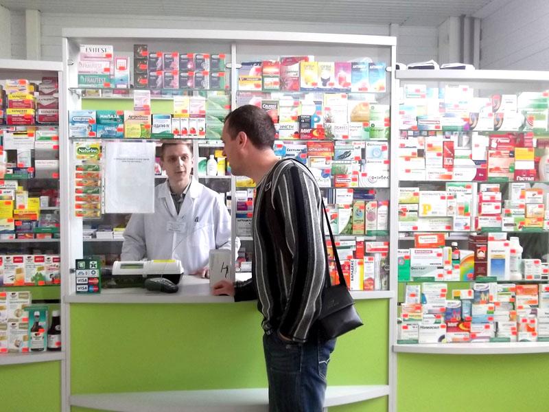 Парень хвастливо покупал презервативы в аптеке, не подозревая, что его ждет вечером!