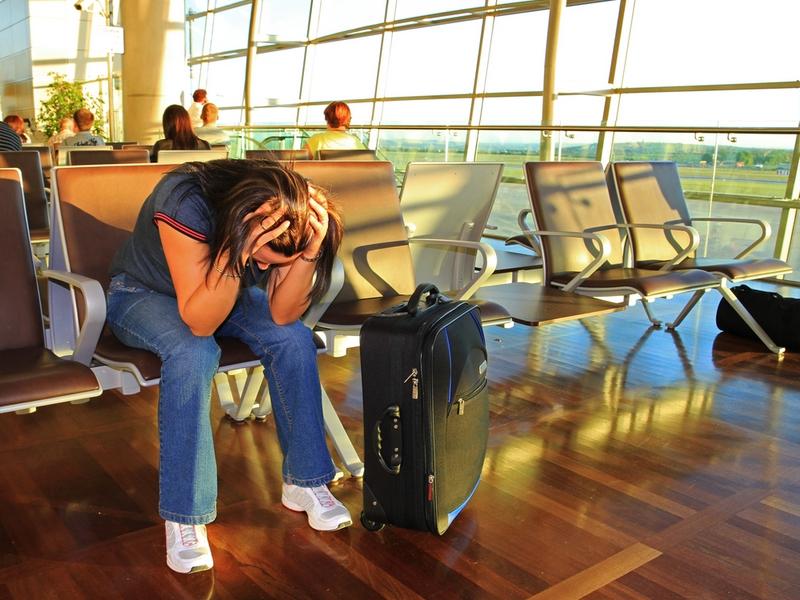 Она увидела плачущую девушку в аэропорту. Иногда, нужно просто выслушать!