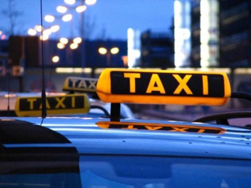 Этот таксист уже собирался уехать от клиента. Но, он бы пожалел об этом навсегда…