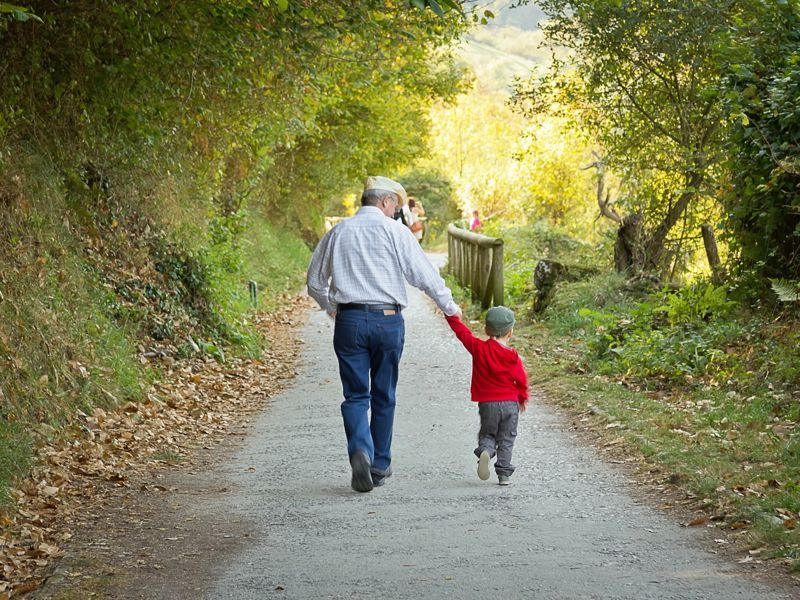 Этот дедушка придумал лучшее решение для неконтролируемого внука!