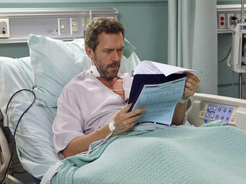 Больной человек оказывается один в больничной палате. Причина – это нечто!