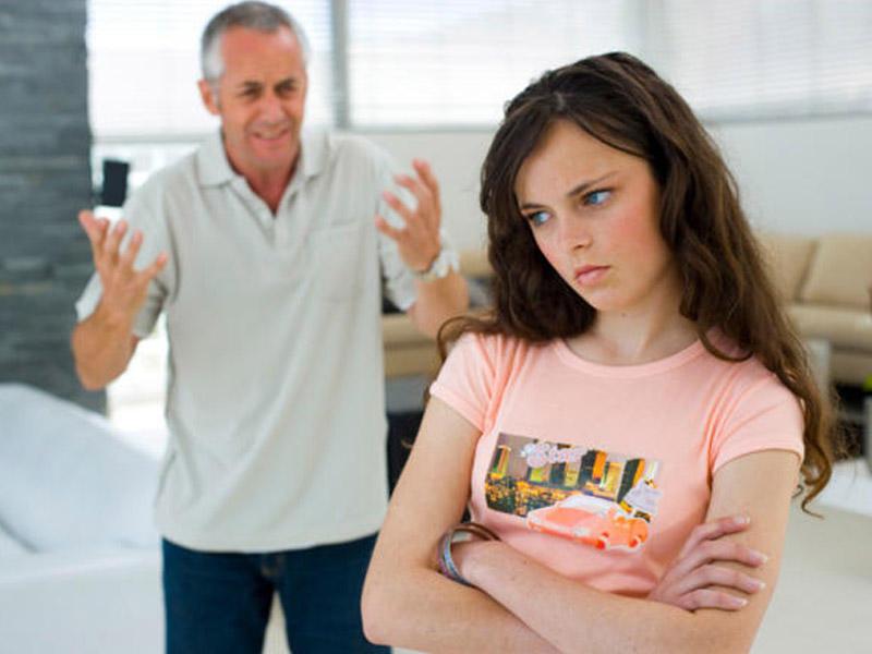 Ее отец поговорил о спиртном и дал одно обещание. Только послушай о чем речь!