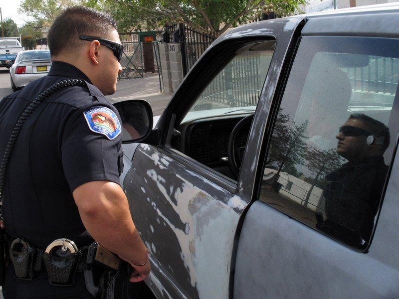 Полицейский делает проституткам предупреждение, но их действия на следующий день идеальны!