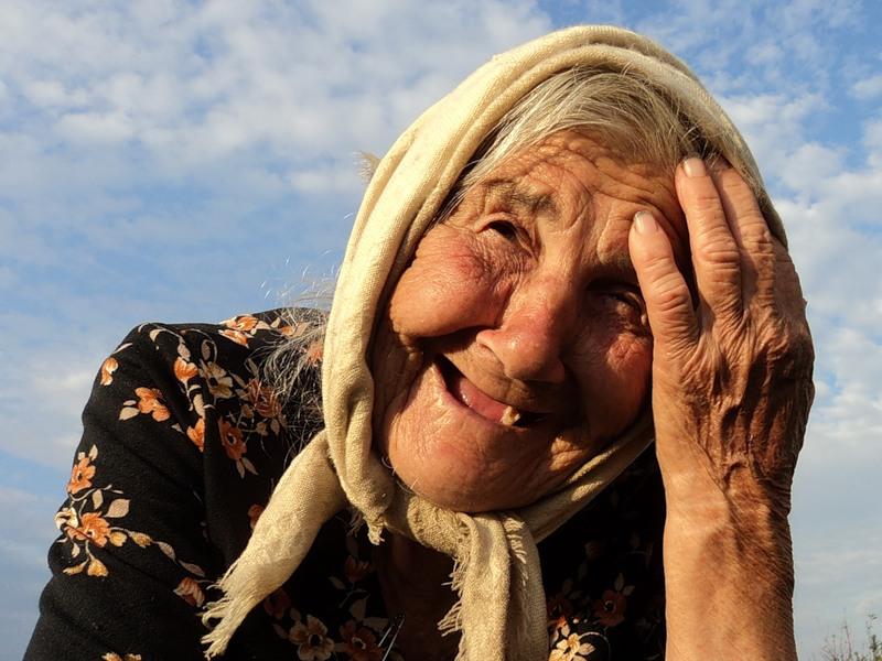 Бабуля очень удивила своей скоростью сборов!