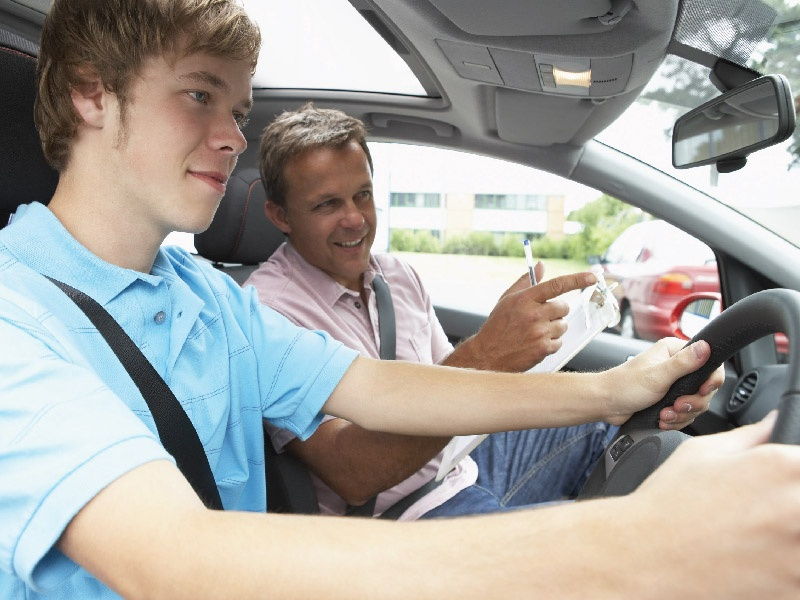 Пожалуй, это самый лучший инструктор по вождению! :)