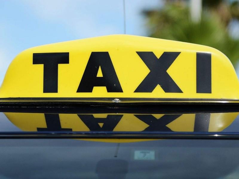 Такой честности от таксиста они не ждали!