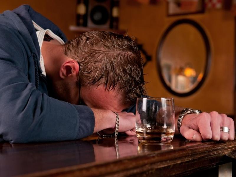 Пьяного мужчину эта ситуация очень тронула!