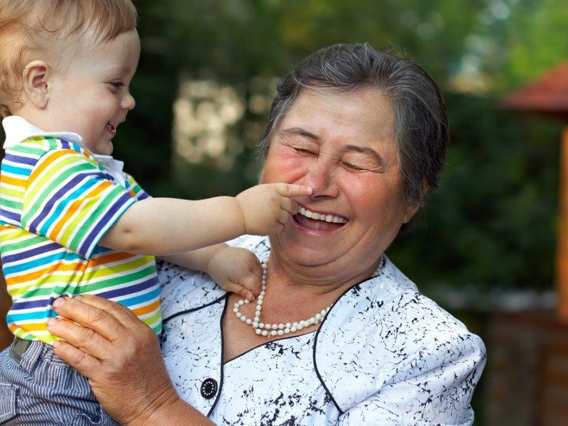 Забота бабушек иногда доходит до полного абсурда! :)