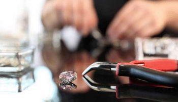 Реальная история: как блеск фальшивых камней Swarovski пленил мир и стал дороже бриллиантов