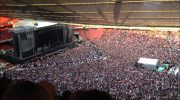 65 000 человек в унисон поет «Богемскую рапсодию» — завораживающий момент