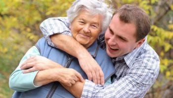 Сын выставил мама счет за свою помощь семье. Ее ответ смог изменить его мир раз и навсегда