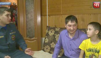 Несчастье провалиться в колодец помогло женщине обнаружить там пропавшего мальчика