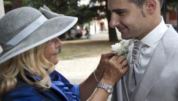 Нашла сыну прекрасную невесту и подкупила ее, чтобы она согласилась на брак