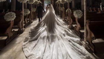 Дочь владельца империи Swarovski вышла замуж в платье весом 46 кг