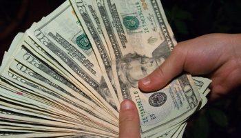 Для кого Деньги будут литься рекой: 5 знаков Зодиака, которые станут богаче в 2019