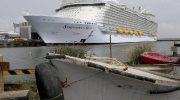 Как же выглядит внутри и снаружи самый большой в мире круизный лайнер