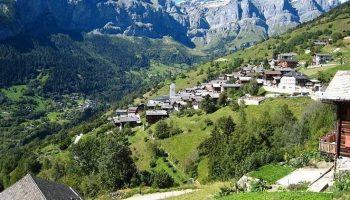 В этой деревни готовы заплатить 20 000 евро каждому, кто переедет сюда жить!