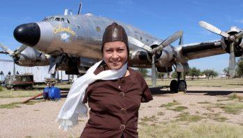Американка стала первым в США пилотом без рук и управляет самолетом ногами