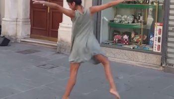Прекрасная Балерина из Палестины не устояла перед игрой уличного музыканта