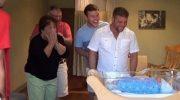 Будущие родители скрыли от всех, что ждут близнецов, а потом реакцию сняли на видео