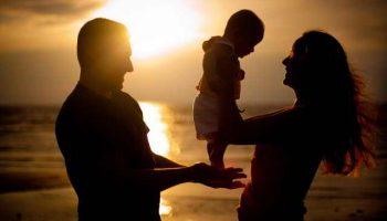 Вы за дочкой не смотрели, сами виноваты, что она пришла беременной, вы и воспитывайте ее ребенка