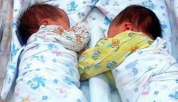 Суррогатная мать родила двоих малышей, но их новые родители от детей отказались