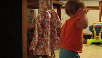 Никто не верил, что его крошка дочка болтает с кошкой. Тогда он снял это видео