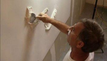 Талантливый мастер-самоучка делает невероятно красивые барельефы на стенах квартир
