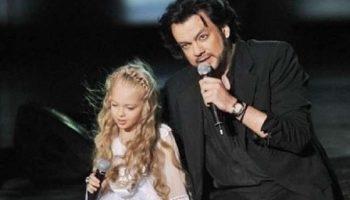 Киркоров и Настя Петрик — «Снег». Филипп плакал, когда она пела