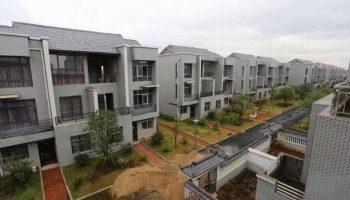 Щедрый Миллионер из Китая построил жителям своей деревни по вилле….Бесплатно!