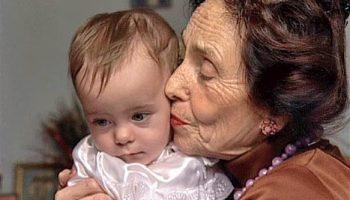 Мама ее родила в 67 лет, вот какой стала эта девчонка