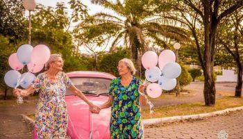 Эта фотосессия близняшек, которые празднуют свой 100-й день рождения, умилит любого