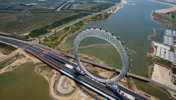 Настоящее Инженерное чудо Планеты! В Китае появилось безосевое колесо обозрения