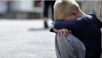 Ребёнок плакал, а люди проходили мимо