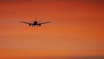 Самолет развернулся  и вернулся в аэропорт: просто мама забыла ребенка в терминале