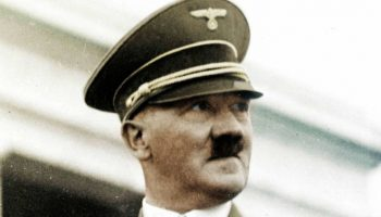 Гитлер сбежал из Германии на подлодке: новые данные ФБР