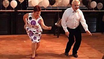Разве года помеха, если человек счастлив? — видео этого танца покорило пользователей