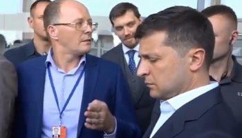 «Вы хотите всех построить?» В Николаеве директор аэропорта «наехал» на Президента Зеленского