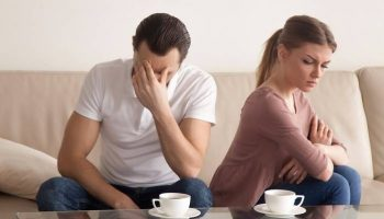 Привык помогать финансово матери, но жена и тёща категорически против